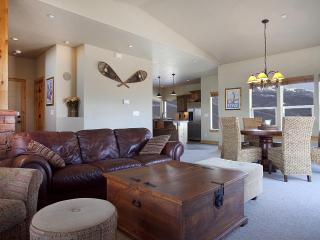 Luxury Townhouse-Stunning Lake and Mountain Views - Rancho Mirage vacation rentals