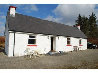 LITTLE IRISH COTTAGE DONEGAL IRELAND no extra fees - Ardara vacation rentals