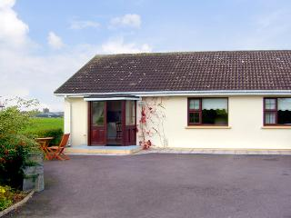 ARAS UI DHUILL, pet friendly, country holiday cottage, with a garden in Abbeydorney, County Kerry, Ref 2273 - Abbeydorney, County Kerry vacation rentals