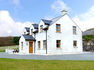 ARDAGH NORTH, pet friendly, country holiday cottage, with a garden in Baltimore, County Cork, Ref 2405 - Baltimore vacation rentals