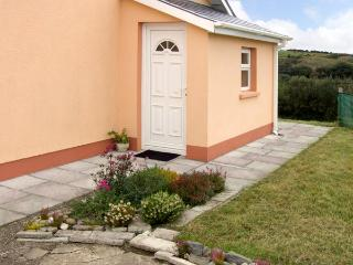 BANTRY APARTMENT, romantic, country holiday cottage, with a garden in Bantry, County Cork, Ref 3642 - Bantry vacation rentals