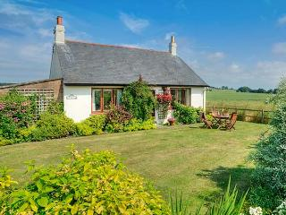 BARMOOR RIDGE, pet friendly, character holiday cottage, with a garden in Lowick Near Holy Island, Ref 409 - Northumberland vacation rentals