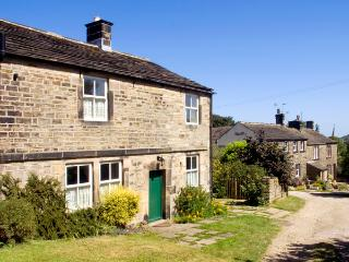 BRAY COTTAGE, family friendly, character holiday cottage, with pool in Hepworth, Ref 1883 - Derbyshire vacation rentals