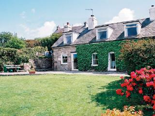 BRONWYDD, pet friendly, character holiday cottage, with a garden in Llanbedrog, Ref 996 - Llanbedrog vacation rentals