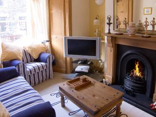 BURKESFIELD COTTAGE, family friendly, country holiday cottage, with a garden in Bowness & Windermere, Ref 2971 - Bowness & Windermere vacation rentals