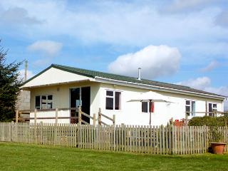 CEFN COTTAGE, family friendly, country holiday cottage, with a garden in Criccieth, Ref 2084 - Criccieth vacation rentals