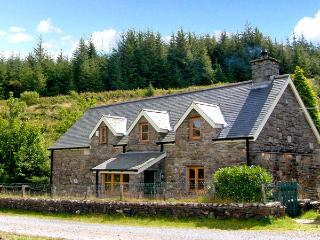 COCH GWAN, pet friendly, character holiday cottage, with a garden in Llan Ffestiniog, Ref 2648 - Llan Ffestiniog vacation rentals