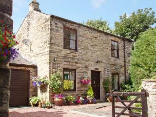 CRESCENT COTTAGE, family friendly, character holiday cottage, with a garden in Haltwhistle, Ref 1168 - Haltwhistle vacation rentals