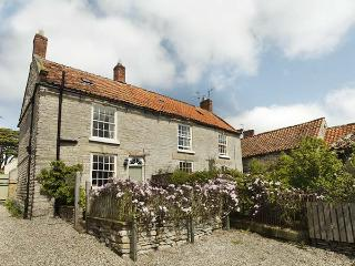 CROFT HEAD COTTAGE, romantic, character holiday cottage, with open fire in Wrelton, Ref 1844 - Wrelton vacation rentals