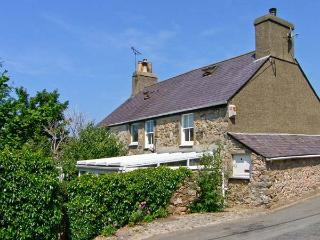 DOLFOR, family friendly, character holiday cottage, with a garden in Nefyn, Ref 1851 - Nefyn vacation rentals
