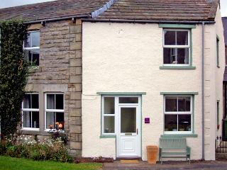 EAST STONELEA, pet friendly, country holiday cottage, with open fire in Aysgarth, Ref 2679 - Aysgarth vacation rentals