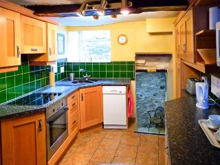FOXTOR, pet friendly, character holiday cottage in Middleham, Ref 1330 - Middleham vacation rentals