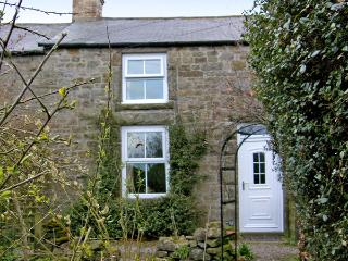 HARROGATE COTTAGE, family friendly, character holiday cottage, with a garden in Longframlington Near Alnwick, Ref 1474 - Longframlington vacation rentals