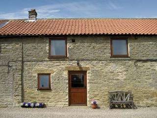 HARVEST COTTAGE, pet friendly, character holiday cottage, with a garden in Levisham, Ref 1135 - Levisham vacation rentals