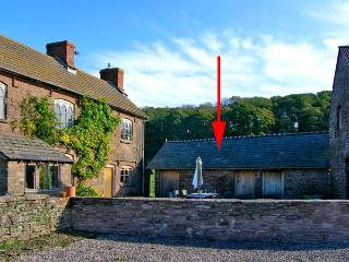 THE STABLES, pet friendly, character holiday cottage, with a garden in St Weonards, Ref 2893 - Herefordshire vacation rentals