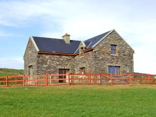 LAUREL COTTAGE, pet friendly, with a garden in Goleen, County Cork, Ref 2398 - County Cork vacation rentals
