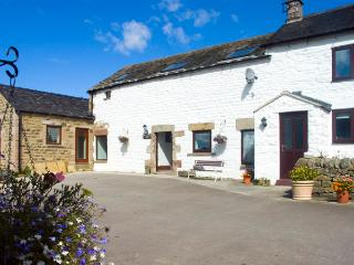 MANIFOLD VIEW, pet friendly, luxury holiday cottage, with a garden in Longnor, Ref 1875 - Longnor vacation rentals