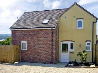 MANOR COTTAGE, pet friendly, country holiday cottage, with a garden in Ludlow, Ref 2806 - Ludlow vacation rentals