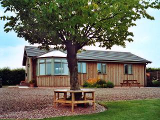 MIRAMAR LODGE, family friendly, country holiday cottage, with a garden in Warkworth, Ref 1030 - Warkworth vacation rentals