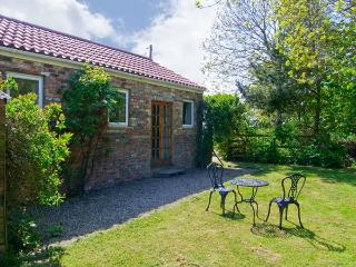 NORTHORPE COTTAGE, pet friendly, with a garden in Atwick, Ref 3638 - Atwick vacation rentals
