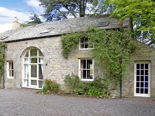 THE COACH HOUSE, pet friendly, character holiday cottage, with a garden in Bellingham, Ref 1096 - Bellingham vacation rentals