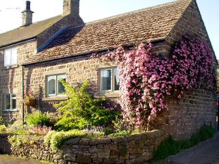 COBBLED CORNER, romantic, character holiday cottage, with a garden in Elton, Ref 1613 - Derbyshire vacation rentals