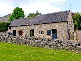 DRAGON HILL BARN, family friendly, luxury holiday cottage, with open fire in Brassington, Ref 2484 - Brassington vacation rentals