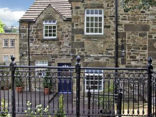 BANK HOUSE, family friendly, character holiday cottage, with a garden in Matlock, Ref 3545 - Matlock vacation rentals