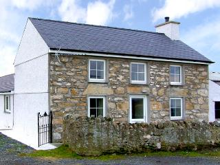 PEN-Y-COED, pet friendly, country holiday cottage, with a garden in Malltraeth, Ref 2746 - Malltraeth vacation rentals