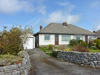 RYBURN, pet friendly, country holiday cottage, with a garden in Warton, Ref 2326 - Warton vacation rentals