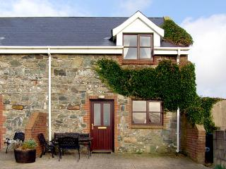 SALTEE COTTAGE, pet friendly, character holiday cottage, with a garden in Kilmore Quay, County Wexford, Ref 2910 - County Wexford vacation rentals