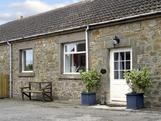 STABLE COTTAGE, family friendly, character holiday cottage, with a garden in Belford, Ref 1996 - Belford vacation rentals