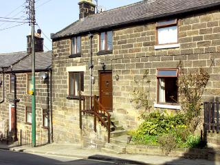STEAM RAILWAY COTTAGE, family friendly, character holiday cottage in Grosmont Near Whitby, Ref 2117 - Grosmont vacation rentals