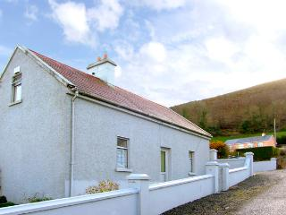 STEEPE'S PLACE, pet friendly, character holiday cottage in Glenosheen Near Ardpatrick, County Limerick, Ref 2420 - County Limerick vacation rentals