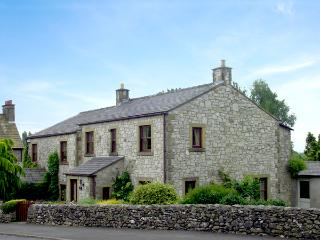 STONE END COTTAGE, pet-friendly, country holiday cottage, with a garden in Austwick, Ref 1804 - North Yorkshire vacation rentals