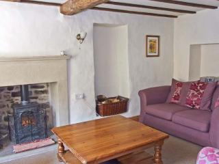 STONEHEATH COTTAGE, pet friendly, character holiday cottage, with a garden in Winster, Ref 2558 - Winster vacation rentals
