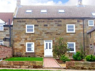 STREET HOUSE FARM, pet friendly, character holiday cottage, with a garden in Staithes, Ref 2312 - Staithes vacation rentals