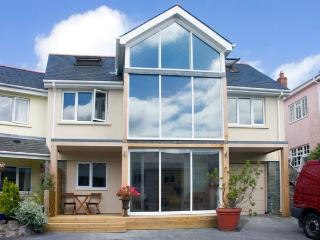 THE MUSHROOM HOUSE, with a garden in Tenby, Ref 2106 - Tenby vacation rentals
