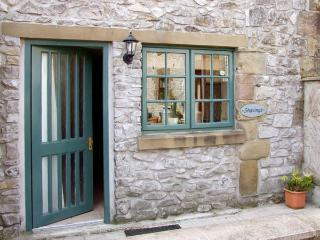 THE SHAVINGS, pet friendly, country holiday cottage, with a garden in Buxton, Ref 2942 - Buxton vacation rentals