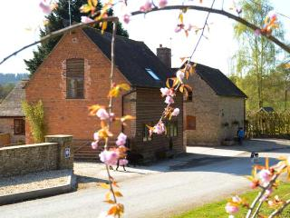 THE WAIN HOUSE, pet friendly, character holiday cottage, with a garden in Westhope, Ref 1863 - Craven Arms vacation rentals