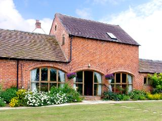 THE WAINSCOTT, family friendly, country holiday cottage, with a garden in Great Lyth, Ref 2602 - Shropshire vacation rentals