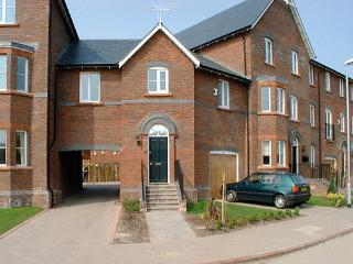 TOWER VIEW, pet friendly, country holiday cottage in Chester, Ref 881 - North West England vacation rentals
