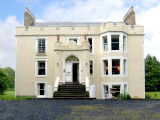 TWEED APARTMENT, PRESS CASTLE, romantic, character holiday cottage, with a garden in St. Abbs, Ref 860 - Scottish Borders vacation rentals