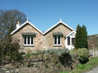 PABO LODGE, pet friendly, character holiday cottage, with a garden in Llandudno, Ref 1719 - Conwy County vacation rentals