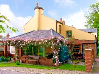WYCHWOOD, pet friendly, character holiday cottage, with a garden in Grosmont Near Whitby, Ref 1131 - Grosmont vacation rentals