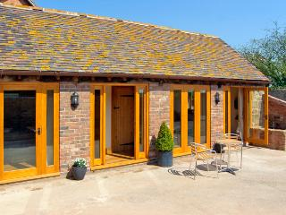 THE BYRE, character holiday cottage, with a garden in Billingsley, Ref 2476 - Shropshire vacation rentals