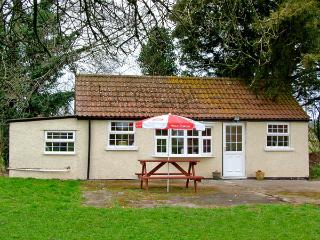 THE COTTAGE, pet friendly, country holiday cottage, with a garden in Kinnersley, Ref 2934 - Kinnersley vacation rentals