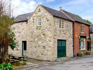 THE ROOST, family friendly, character holiday cottage, with a garden in Parwich, Ref 2638 - Peak District vacation rentals