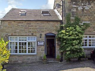 THE STABLE, romantic, character holiday cottage, with a garden in Matlock, Ref 3546 - Matlock vacation rentals