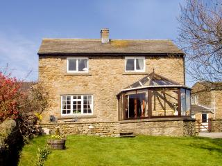 ORCHARD COTTAGE, pet friendly, character holiday cottage, with a garden in Carlton-In-Coverdale, Ref 1737 - Carlton vacation rentals